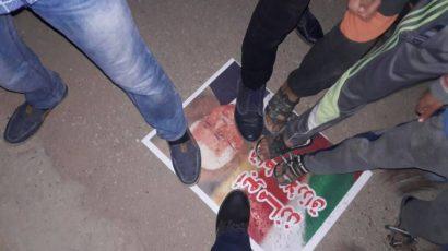 حركة حماس تحرق صور عباس وتدوس عليه وتصفه بالعميل لاسرائيل