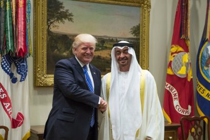 محمد بن زايد يبحث مع دونالد ترامب تعزيز العلاقات بين البلدين والقضايا الإقليمية والدولية