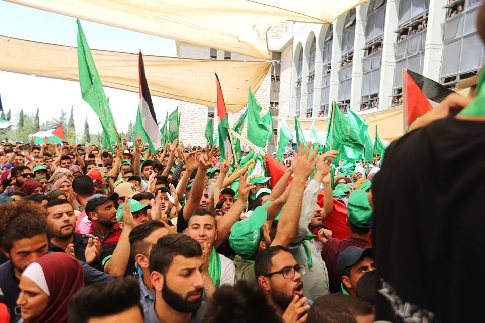 حركة حماس تكتسح الانتخابات وتفوز في انتخابات جامعة بيرزيت في رام الله