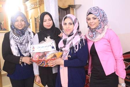 بالصور، برعاية دحلان ، توزيع سلة رمضانية على طالبات فلسطين في الجامعات المصرية
