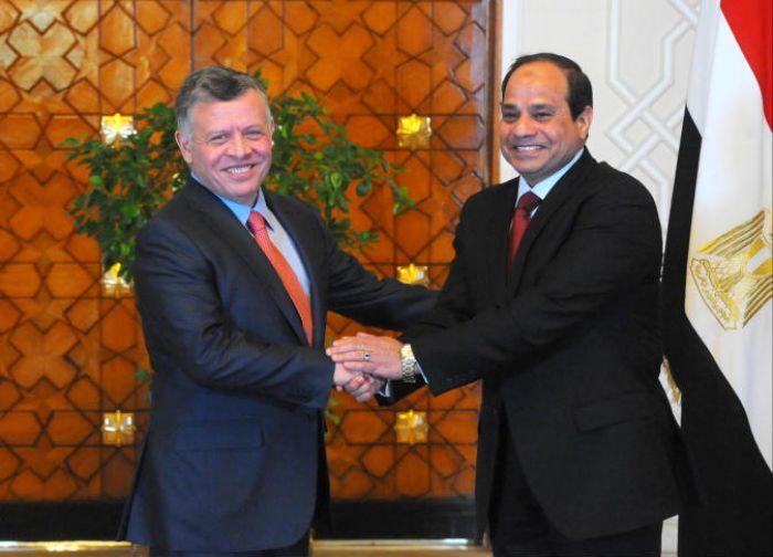 الرئيس المصري عبد الفتاح السيسي يستقبل الملك الأردني عبد الله الثاني في قصر الاتحادية